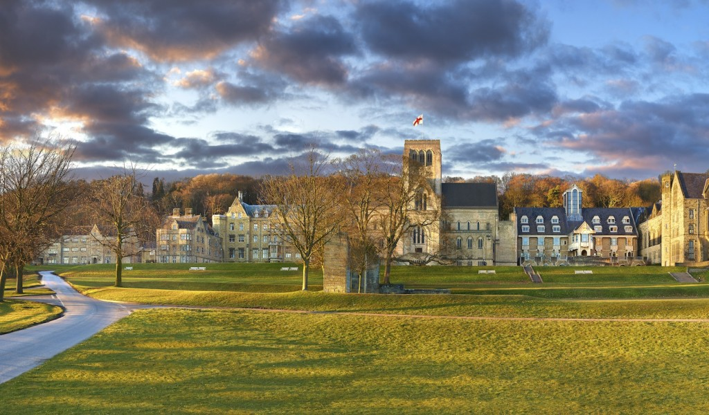艾姆培尔福斯学院 - Ampleforth College   FindingSchool
