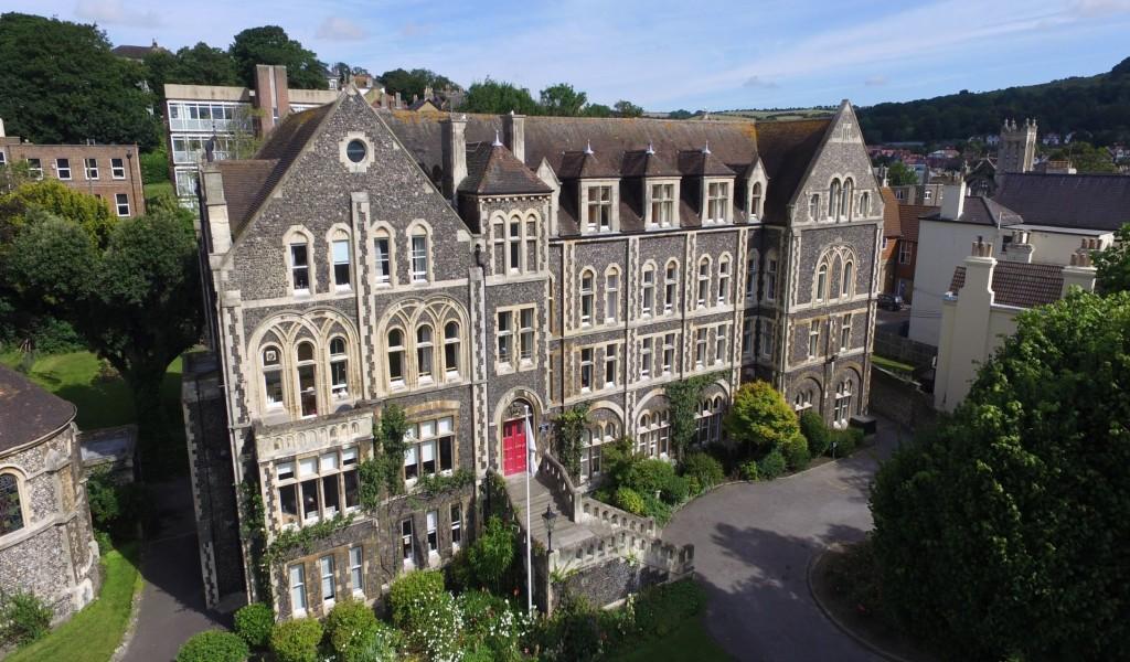 多佛学院 - Dover College | FindingSchool
