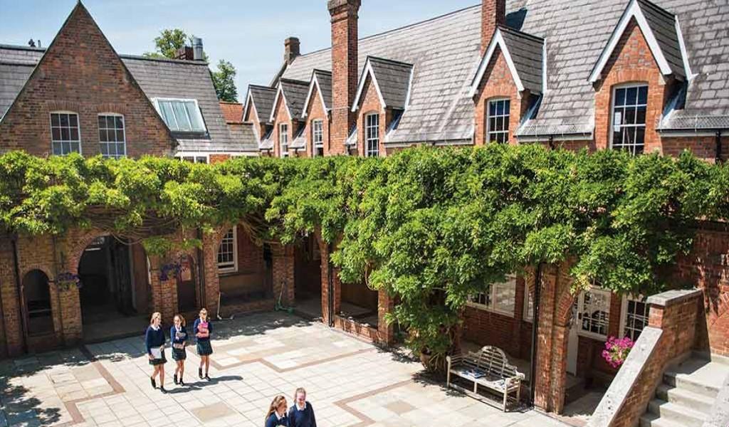 博耐顿女校 - Benenden School   FindingSchool
