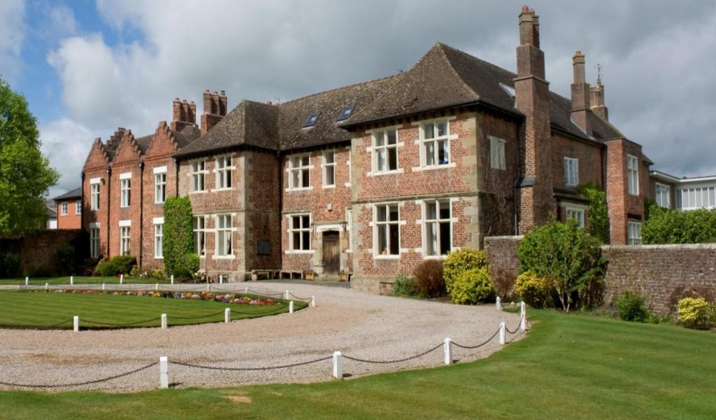 莫顿女校 - Moreton Hall School | FindingSchool