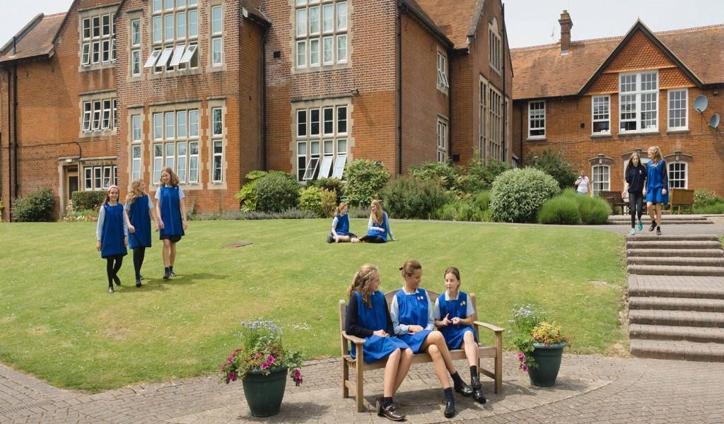 哥道芬学校 - Godolphin School   FindingSchool