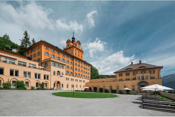 阿尔卑斯山卓士国际学校