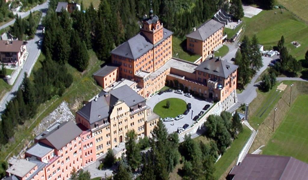 阿尔卑斯山卓士国际学校 - Lyceum Alpinum Zuoz | FindingSchool