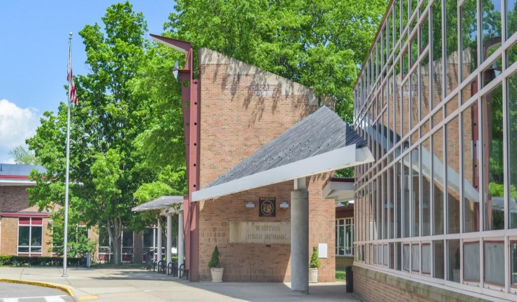 威斯顿高中 - Weston High School | FindingSchool