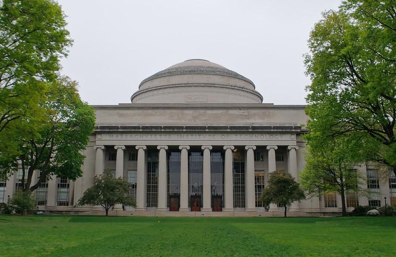麻省理工大学 - Cambridge is home to not just one, but TWO of the world's most respected institutions of higher learning. - Massachusetts Institute of Technology