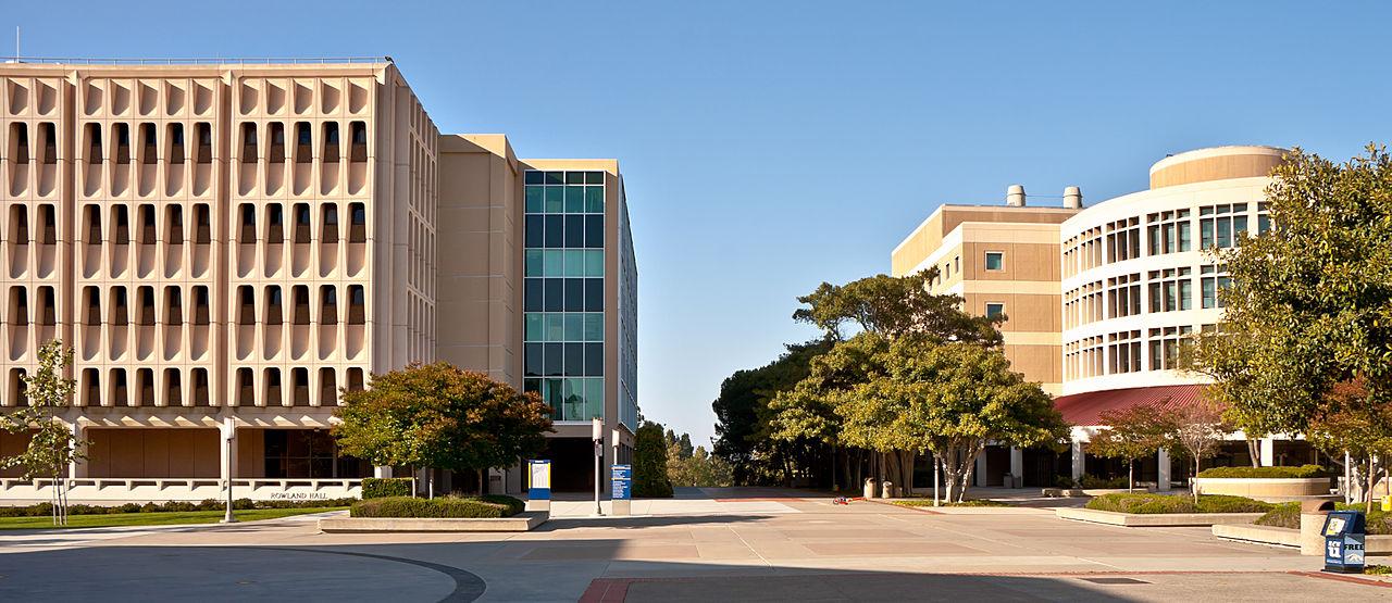 加州大学欧文分校 - The Physical Sciences plaza at UC Irvine - University of California: Irvine