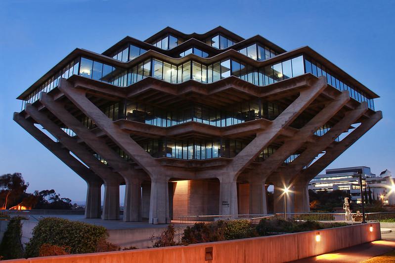 圣地亚哥大学 - Night View of The Geisel Library, University of California San Diego - University of San Diego
