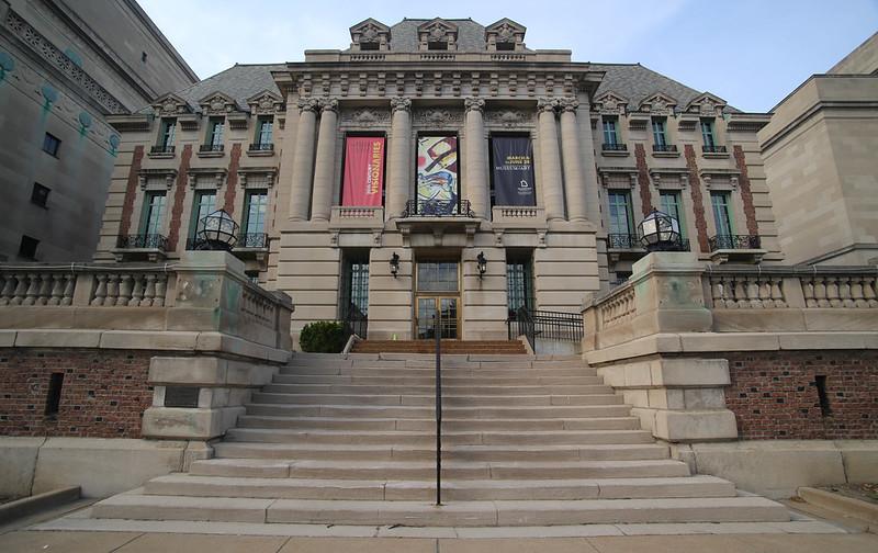 圣路易斯大学 - St. Louis University Museum of Art  Formarly the St. Louis Club, then Headquarters of Woolworth's - Saint Louis University