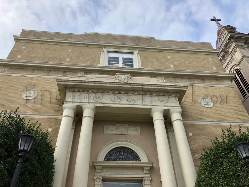 紅岸天主教高中